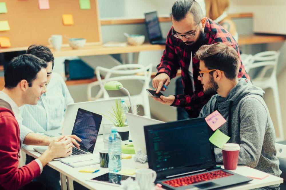Haruskah ada Lembaga Pelatihan Teknologi Informasi (IT) di Pangandaran?
